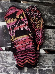 These mittens are knitted in stranded colourwork from the cuff upward. The design includes a thumb gusset for a perfect fit. Pattern includes charts for both mittens as well as written instructions.
