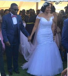 African Print Wedding Dress, African Bridesmaid Dresses, African Wedding Attire, African Wear Dresses, Wedding Dress Necklines, Necklines For Dresses, African Traditional Dresses, Traditional Wedding Dresses, Bride Reception Dresses