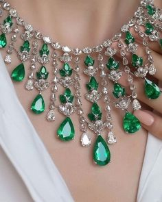 This spectacular emerald necklace by @niravmodijewels is a real showstopper. It features delightful Colombian emeralds and beautiful diamonds. Image via @katerina_perez .  .  #NiravModijewels #katerinaperez #emerald #diamond #necklace #emeraldnecklace #emeralds
