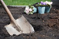 Breaking the bank by filling your raised beds with high-grade, commercial soil? Try making your own with this 4 ingredient recipe.