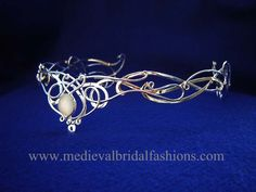 SilverMoon Bridal circlet - an alternative Celtic headpiece with medieval and elvish inspiration. It is handcrafted by me entirely in Sterling silver >>>> would work great for the headpiece! Renaissance Wedding, Celtic Wedding, Gothic Wedding, Head Jewelry, Wire Jewelry, Jewellery, Elvish, Circlet, Tiaras And Crowns