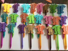 Lapiceros  decorados con Ropita de bebés de foami. Ideal para baby shower.
