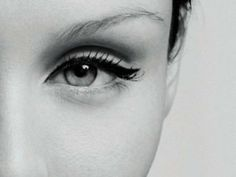 How To Perfect Your Eyeliner Application   GirlsGuideTo