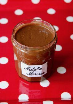 À la demande générale, je poste la recette de la pâte à tartiner maison façon Nutella ® . Il existe de nombreuses recettes sur le net mai...