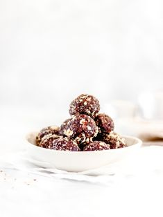 Using only 10 wholesome ingredients to make these quick and easy date balls you'll have snacks for the whole week prepared in no time. These date balls are gluten-free, dairy-free and refined sugar-free.