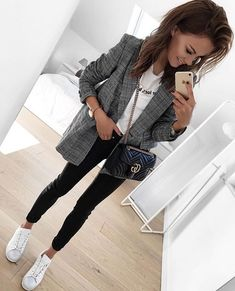 Image about fashion in clothing💅 by Paulina on We Heart It – Mode – Moda Uni Outfits, Spring Outfits, Casual Outfits, Fashion Outfits, Womens Fashion, Mode Outfits, Red Pullover, Estilo Cool, Mode Ootd