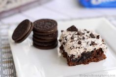 Cookies and Cream Oreo Brownies Recipe. Fudgey brownies with bits of OREOS smothered with a yummy OREO frosting!