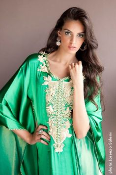 Comfortable green gandoura. Nice ma'allam.