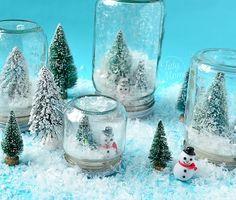 Usando pouco material você consegue fazer neve dentro do vidro! Isso mesmo!rs…pra quem adora esses globos de neve, essa ideia adaptada, vai ficar super bacana como decoração para o seu Natal! Não importa se está realmente nevando ou não rsrs, o importante é entrar no clima no natal! =) Você só vai precisar de: Frascos …