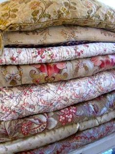Best bed linens for your home Antique Quilts, Vintage Textiles, Vintage Quilts, French Decor, French Country Decorating, Whole Cloth Quilts, French Fabric, Linens And Lace, Home Textile