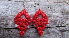 Červené šité Šité náušnice z korálků superduo,japonského rokajlu TOHO a broušených čirých korálků
