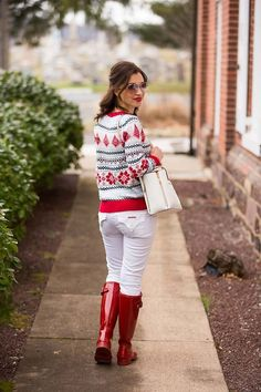 Red Hunter Boots, Hunter Boots Outfit, Red Boots, Red Wellies, Wellies Rain Boots, Sweater Outfits, Fall Outfits, December Outfits, Hudson Boots