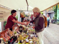 In de zomermaanden vindt elke woensdag in het centrum van Raalte de Sallandse Streekmarkt plaats, een gezellige markt voor streekproducten.