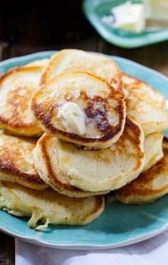 Southern Hoe Cakes are little cornmeal pancakes that are wonderfully crispy around the edges. Breakfast Dishes, Breakfast Recipes, Great Recipes, Favorite Recipes, Yummy Recipes, Thai Recipes, Egg Recipes, Fried Cornbread, Cornmeal Pancakes