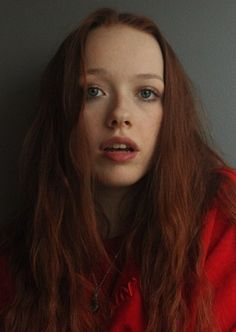 Amybeth McNulty - Anne with an E Anne Shirley, Pretty People, Beautiful People, Gilbert And Anne, Amybeth Mcnulty, Anne White, Gilbert Blythe, Aesthetic Women, Foto Art