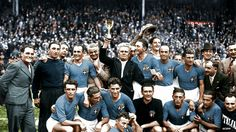 The winning Italian team, with coach Vittorio Pozzo, after winning the World Cup Final in 1966 World Cup, Fifa World Cup, World Cup Champions, World Cup Final, Big Men, Football Team, Finals, Soccer, Couple Photos