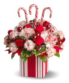 Pretty Candy Cane arrangement Candy Arrangements, Christmas Floral Arrangements, Table Arrangements, Christmas Tablescapes, Christmas Table Decorations, Flower Decorations, Noel Christmas, Christmas Flowers, Christmas Cards