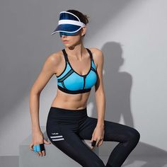 a04a28cc18469 Sports Bra! Perfect for Running and training. Adjustable shoulder straps  for easier carrying and