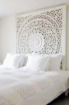 Wunderschönes Schlafzimmer im romantischen Landhausstil und ganz in weiß