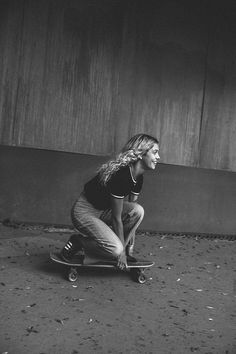 yvonne logan represented by Wilhelmina International Inc. – Photo World Skater Girl Style, Skater Girl Outfits, Skate Style, Girls Skate, Looks Hip Hop, Surf Hair, Monochrom, Longboarding, Skateboard Art
