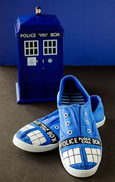 HOW TO - Doctor Who painted TARDIS shoes. Going to try this!!!