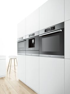 New Serie 8 BOSCH collection, single oven, coffee machine (centre) and combi-oven at the end. The coffee machine and combi-oven have the warming drawer below this is to keep the symmetrical balance. Built In Kitchen Appliances, Slate Appliances, Bosch Appliances, Kitchen Oven, New Kitchen, Kitchen Dining, Home Appliances, Electronic Appliances, Vintage Appliances