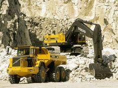United Machinery Training Center: Excavator Training Course In Nelspruit. Civil Construction, Construction Machines, Mining Equipment, Heavy Equipment, Dump Trucks, Big Trucks, Fire Training, Training Center, Welding Courses
