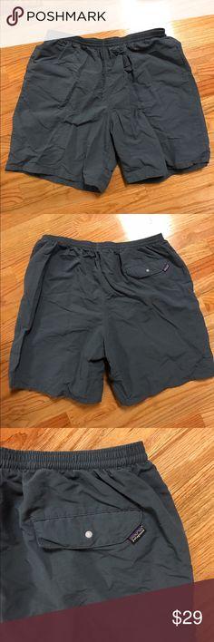 🅾️ Men's Patagonia Shorts XL Men's used XL Patagonia shorts with drawstring waistband and back button pocket. Has inner lining. Patagonia Shorts