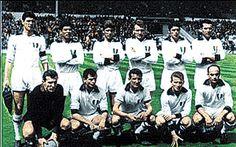 22 de mayo de 1963 Final de la Copa de Europa Milan 2, Benfica 1. De pie, de izquierda a derecha: Cesare Maldini, Benítez, Rivera, Altafini, Mora y Pivatelli. Agachados, en el mismo orden: Ghezzi, Trebbi, David, Trapattoni y Sani.