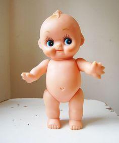 Vintage Kewpie Doll Rubber Squeak Toy Girl with Bouquet of Flowers Cupie Dolls, Kewpie Doll, Doll Toys, Baby Dolls, Biscuit, Barbie, Polymer Clay Dolls, Arte Horror, Bitty Baby