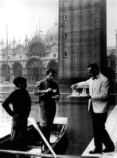 """Magnete Florian """"Acqua Alta"""" Caffè Florian a Venezia San Marco - Old Pictures, Old Photos, Vintage Pictures, Rome Florence, Italian Life, Living In Italy, Vintage Poster, Vintage Italy, Most Beautiful Cities"""