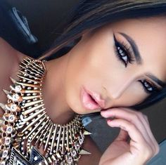 Gorgeous Egyptian makeup look :)