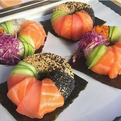 sushi donuts, filled with spicy tuna, avocado paste, and crab. i could recreate this! Sushi Donuts, Sushi Cake, Sushi Party, Sushi Sushi, Sushi Rolls, Sushi Recipes, Cooking Recipes, My Favorite Food, Food Inspiration