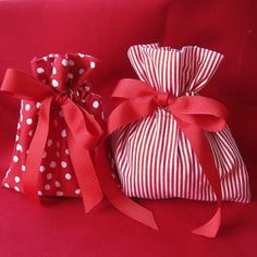 Though I love wrapping gifts, the waste of all that p Christmas Gift Bags, Handmade Christmas Gifts, Christmas Gift Wrapping, Homemade Christmas, Christmas Projects, Xmas Gifts, Diy Gifts, Christmas Ornaments, Handmade Gifts