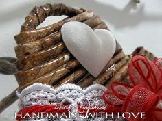 Dettaglio della decorazione di un cuoricino realizzato in cannucce di carta per San Valentino.  #cannuccedicarta #strawsofpaper #paper #red #sanvalentino #2016 #love #amore #bemyvalentine #valentinesday #heart #cuore