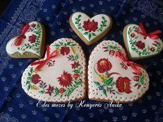 Hungarian folk gingerbread