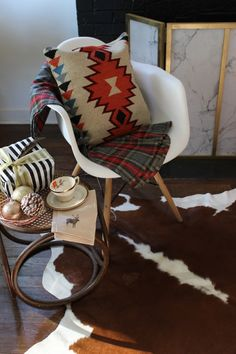 Rustic Christmas Decorating Ideas: Plaid and Kilim #christmas #decor