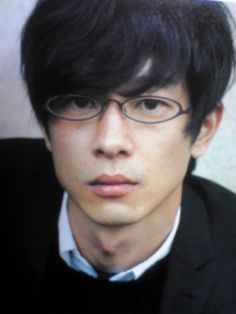 Ryo Kase, 'Mayama' in the 2006 Japanese film Honey and Clover (based on the manga). I love a man with glasses. Japanese Film, Japanese Boy, Japanese Artists, Japanese Streets, Japanese Street Fashion, Celebrities With Glasses, Boys Glasses, Honey And Clover, Haruhi Suzumiya