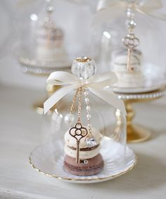 """Find and save images from the """"Ladurée~Macarons,Candy & Cupcakes"""" collection by 𝓈𝒶𝓂𝒶𝓃𝓉𝒽𝒶 𝓈𝑒𝓇𝑒𝓃𝒶 ✰ (SamanthaSerena) on We Heart It, your everyday app to get lost in what you love. Wedding Favours, Party Favors, Wedding Gifts, Wedding Cakes, Decoration Communion, Cloche Decor, Partys, Mini Desserts, High Tea"""