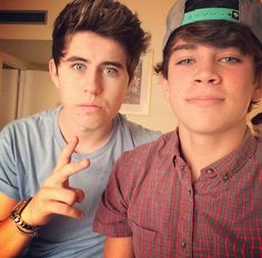Nash and HAYES! I love Hayes so much Boys Like, My Boys, Collins Brothers, Minions, Benjamin Hayes Grier, Macon Boys, Vine Boys, Magcon Family, Bae