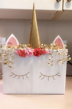Stunning Valentine Home Decoration Ideas To Warm Your Relationship - There are so many options for creating Valentine decorations from a wide variety of materials. However, sometimes all that's on hand are some pieces o. Valentine Boxes For School, Valentines For Kids, Valentine Day Crafts, Printable Valentine, Homemade Valentines, Valentine Wreath, Valentine Ideas, Valentine Box Unicorn, Diy Valentine's Box