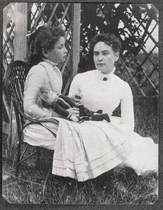 """Taken in Cape Cod, Massachusetts and shows eight-year-old Helen Keller with her teacher Anne Sullivan. Both Keller and Sullivan indicated later in their journals that """"doll"""" was the first word Helen Keller learned in sign language in March 1887 Helen Keller, Tilda Swinton, Anne Sullivan, Sullivan Family, Maria Callas, Interesting History, Before Us, Women In History, Old Photos"""