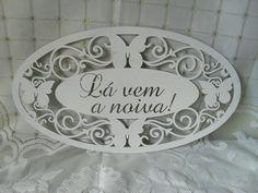Placa cerimonial branca toda vazada com arabescos e borboletas.Romantica e delicada.. Seus convidados irão ficar encantados.