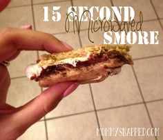 Easy to make 15 second Microwaved Smores Sweets Recipes, Easy Desserts, Delicious Desserts, Snack Recipes, Cooking Recipes, Yummy Food, Latina Recipe, Yummy Treats, Sweet Treats