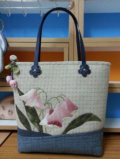 *applique, bag handles too