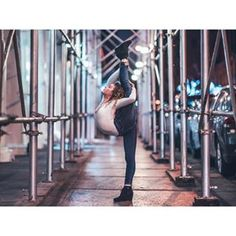 When you love leading lines so much you become one👯 with the super talented Dance Photography Poses, Gymnastics Photography, Cute Photography, Dance Poses, Flexibility Dance, Gymnastics Flexibility, Acrobatic Gymnastics, Olympic Gymnastics, Gymnastics Problems
