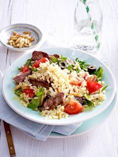 Leicht essen und in vollen Zügen genießen: Reissalat mit Rauke und Tomate