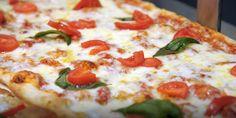 Indossate il grembiule e prepariamo una ricetta speciale: pizzette con bufala e pomodorini. Gli ingredienti per...