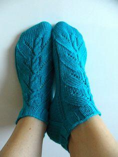 Ravelry: Bo pattern by Trude Hertaas free pattern Knitting Designs, Knitting Patterns Free, Free Knitting, Knitting Projects, Free Pattern, Knitting Ideas, Knitted Slippers, Knitting Socks, Socks