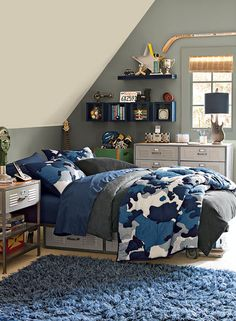 A gray accent color is perfect for a modern teen bedroom.